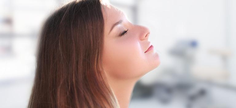 Parodontitistherapie: Patientin bei Parodontitis Behandlung